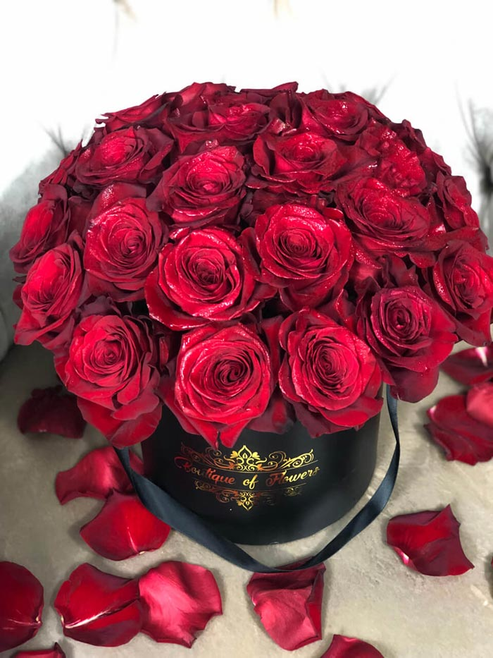 Red rose small black round box